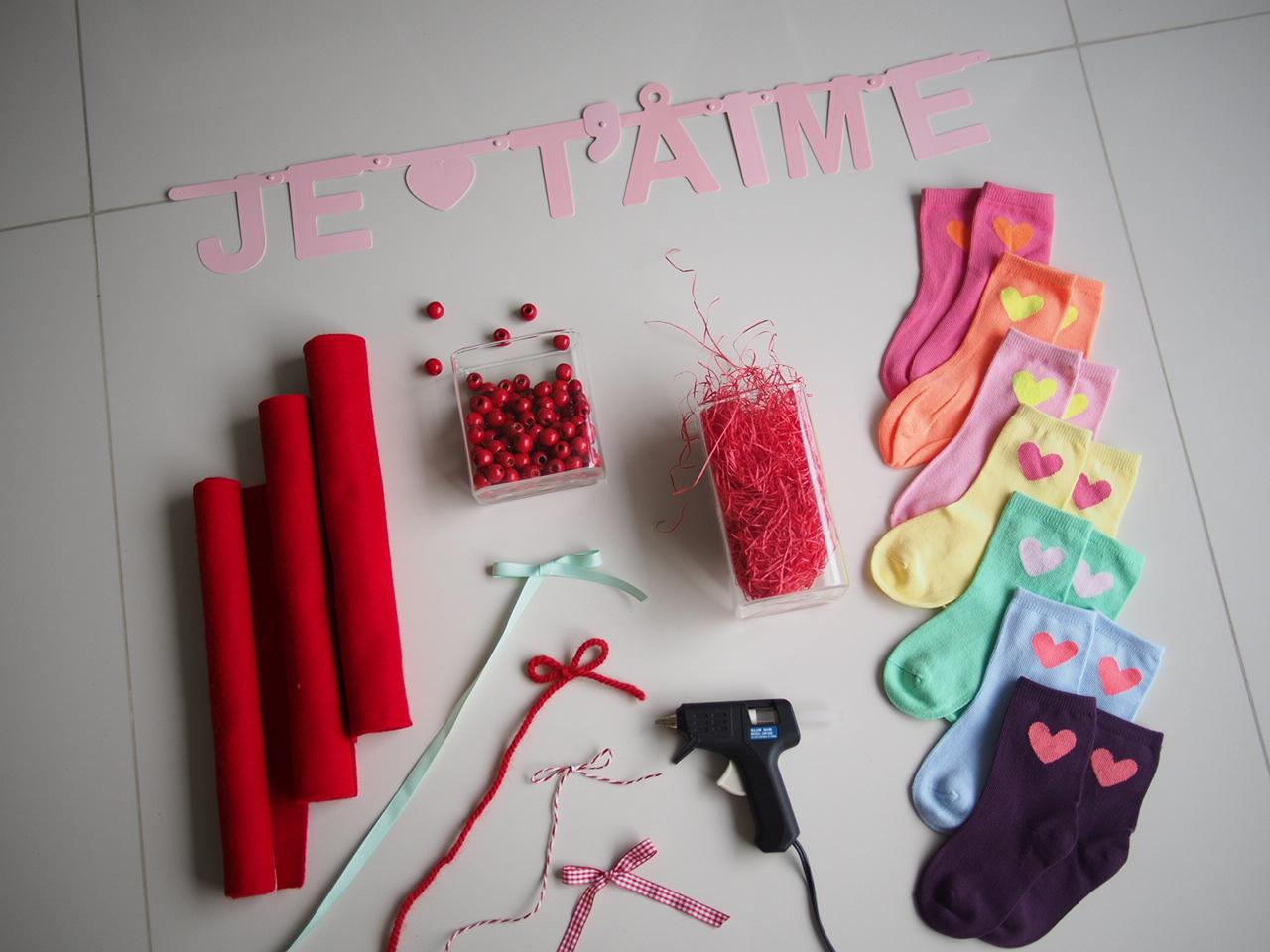 DIY :: No Sew Valentine's Bag Tutorial