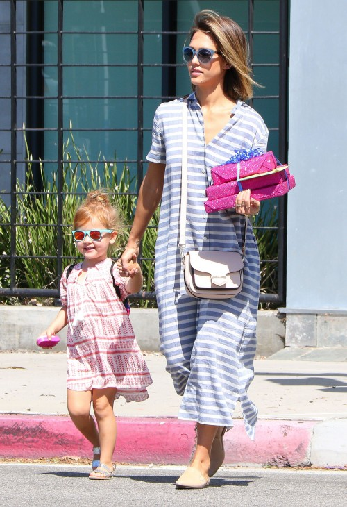 Mama we love :: Jessica Alba